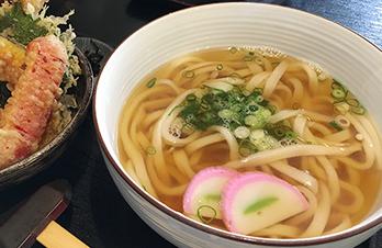優しい関西風のお出汁と、もちもち手打ち麺が最高のおうどん
